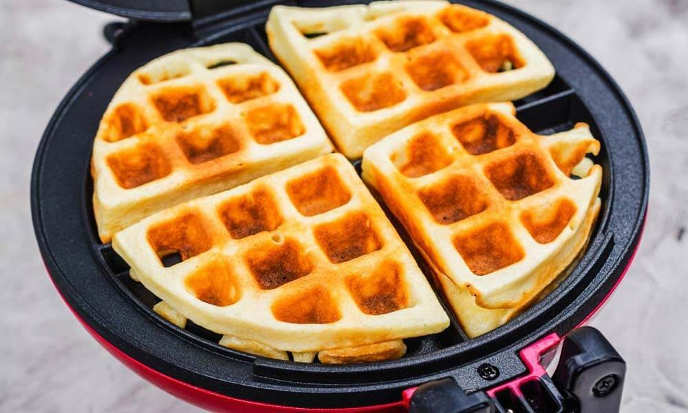 How_to_Use_a_Waffle_Maker_that_Flips