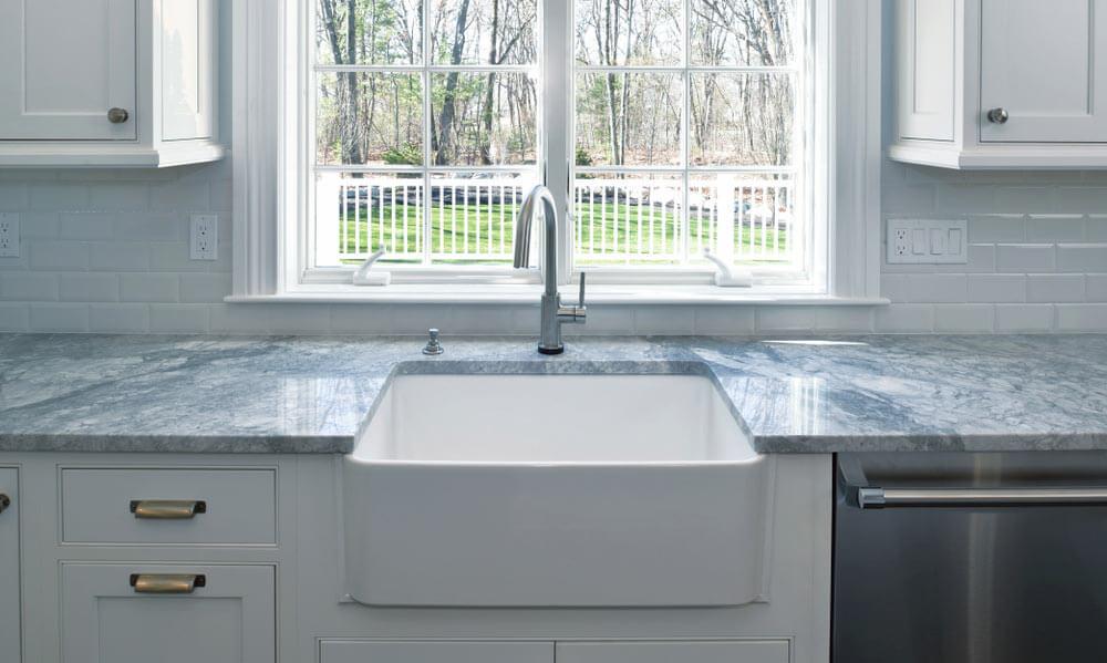 best_faucet_for_farmhouse_sink